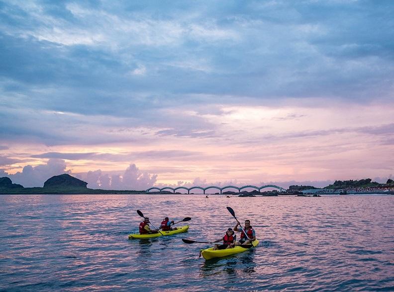 三仙台海岸日初獨木舟。