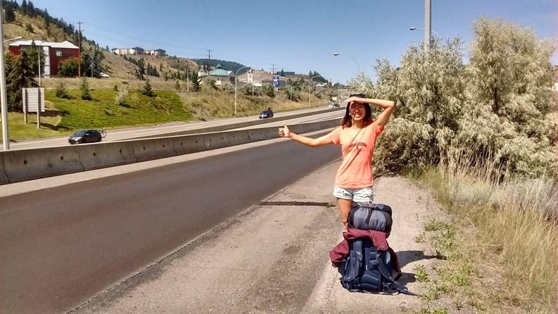 搭便車是極簡旅行的必備技能,但要小心安全。(圖片來源:作者提供)
