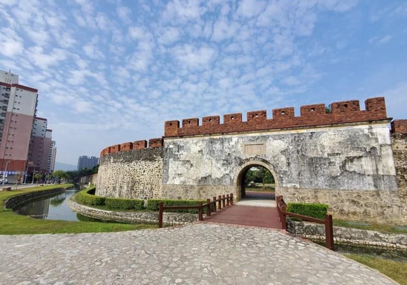 台灣第一座石城,左營舊城護城河12年後終通水