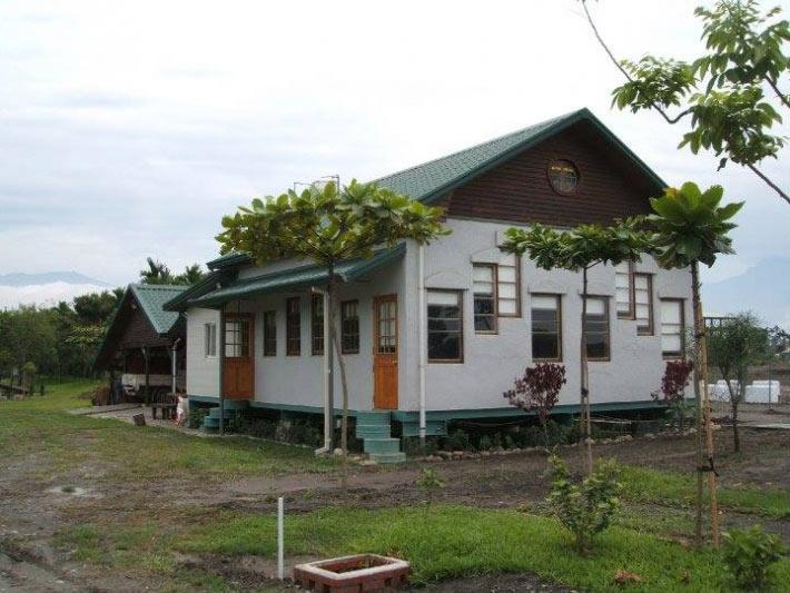 大茉莉農莊園區內房屋都是以紙磚頭建造裝修。來源:大茉莉農莊粉絲專頁