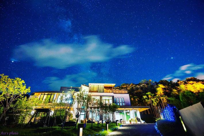 位於南投的日月潭生態民宿「散步的雲」,獲得低碳建築聯盟鑽石級肯定。來源:散步的雲-日月潭生態民宿 Roaming Cloud sun moon lake B&B粉絲專頁