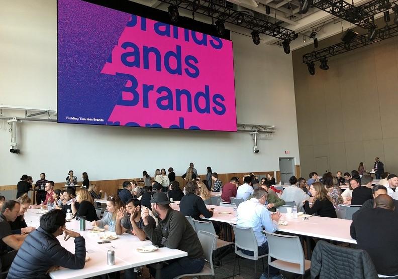 在臉書,多是產品經理的產品團隊來決定行銷走向,行銷人才是協助角色。圖片由作者提供
