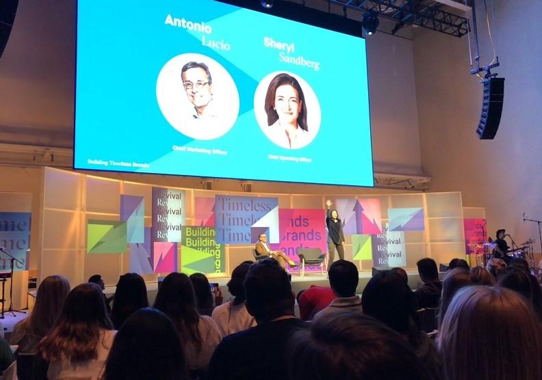 前任臉書行銷長安東尼奧和營運長桑德柏格在內部的分享會,圖片由作者提供。