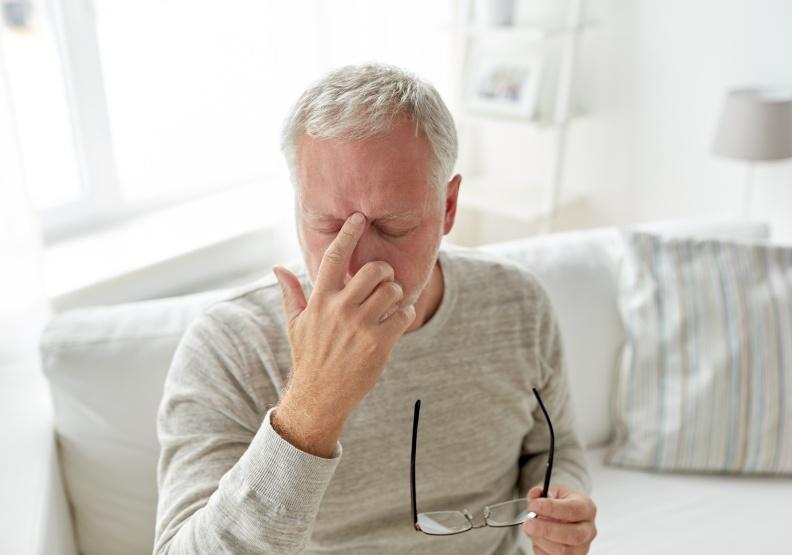 中風前兆要小心!眼睛黑矇、暈眩,可能是頸動脈狹窄造成的
