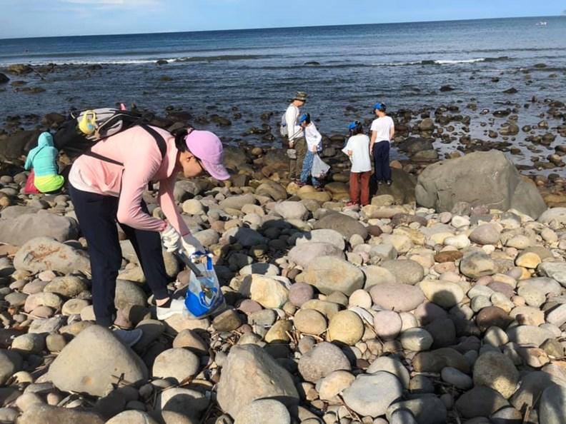 人們的過度消費,造成嚴重的塑膠垃圾及海洋生態問題。(圖片來源:寶島淨鄉團)