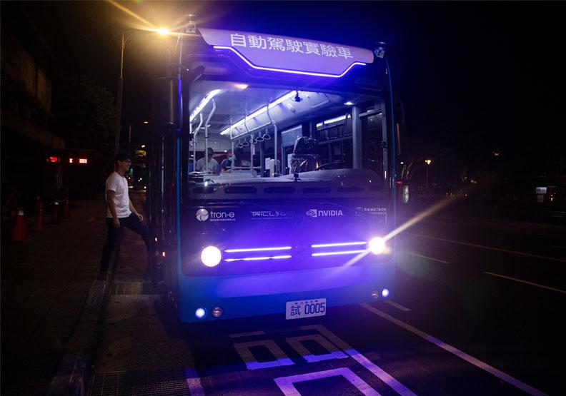 台北市今年試行的無人公車。