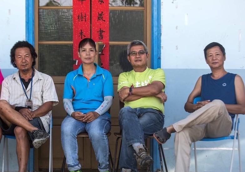 參與罷免案的富里鄉民,左起依序為:文史工作者張振岳、提案領銜人鄧素珍、羅山社區協會理事長林益誠和村民姜守危。當地村民提供