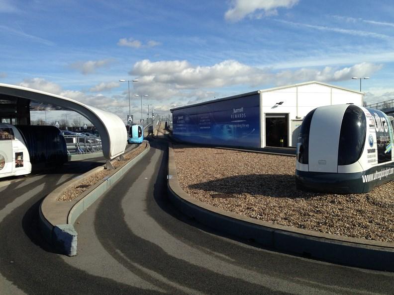 英國希斯羅機場的 Ultra PODs 無人接駁車。