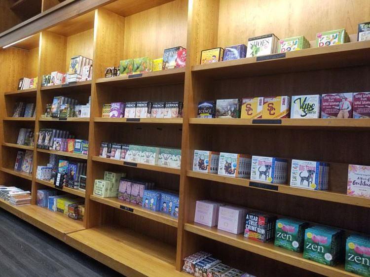 有許多人響應拯救獨立書店的行動。圖片取自Vromans Bookstore粉專
