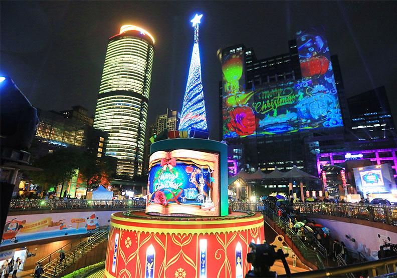 新北歡樂耶誕城賺53億!台灣光雕秀耀國際,竟因「他」請假一週
