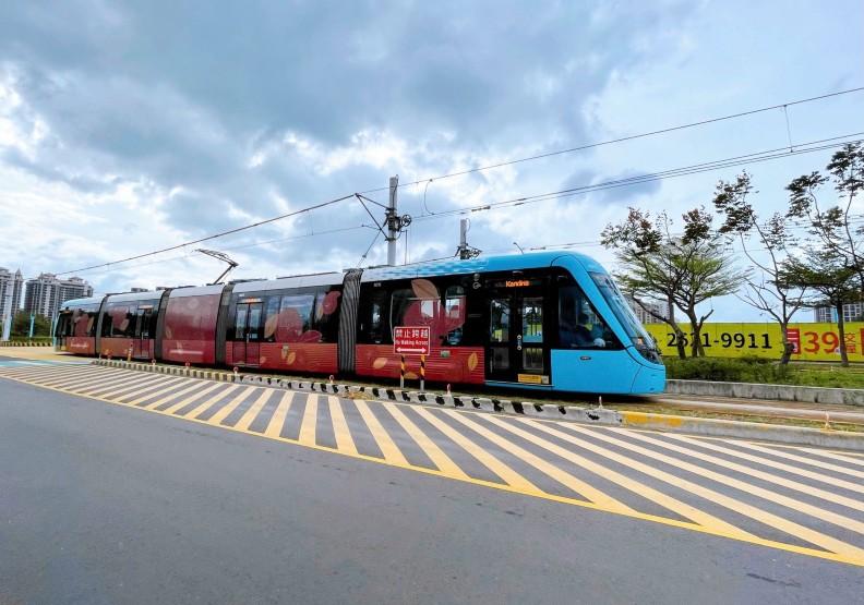 淡海輕軌藍海線通車首日客滿!總人次估逾2萬5000人