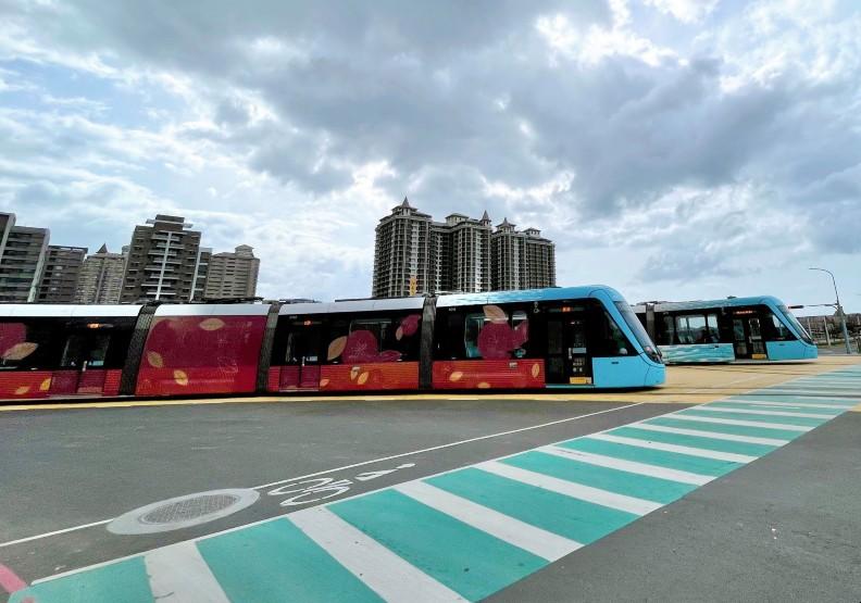 淡海輕軌藍海線正式營運第一天吸引大量民眾到訪。圖片取自淡海輕軌官方臉書