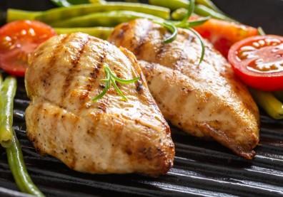 2 秘訣煮出軟嫩雞胸肉料理!避免熟齡肌肉流失