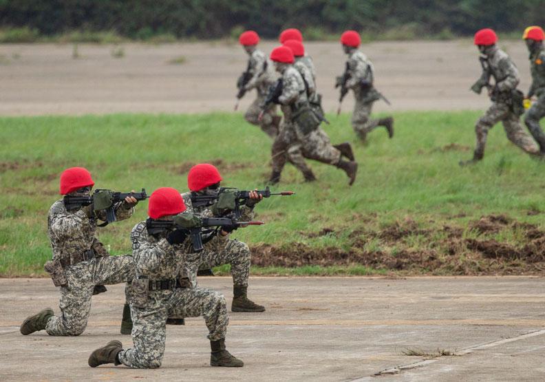 兩岸太過緊繃,如何降低戰爭的可能性?領導人應多加費心。圖片來自總統府