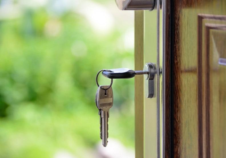 房子是老後的實質依靠,別輕易交出去。圖片來自Pexels