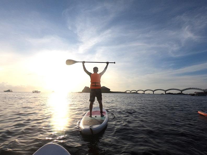 避開景點人潮,在三仙台的海上SUP,獨享日出時光。