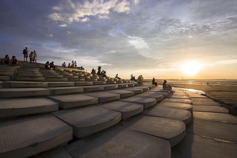 獲獎的新竹微笑水岸裡的魚鱗天梯,已成為網紅必訪景點。
