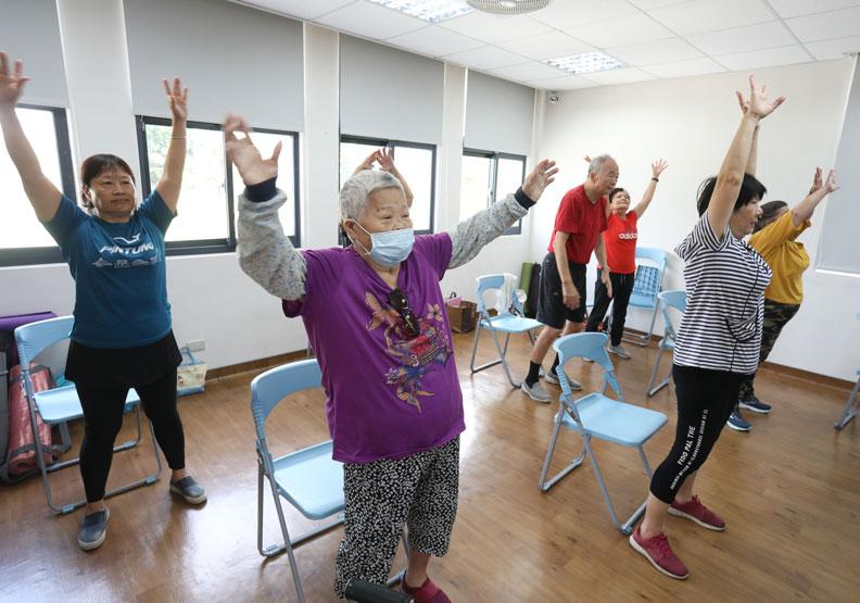 西勢日照中心平常也提供課程給在地長輩參加。