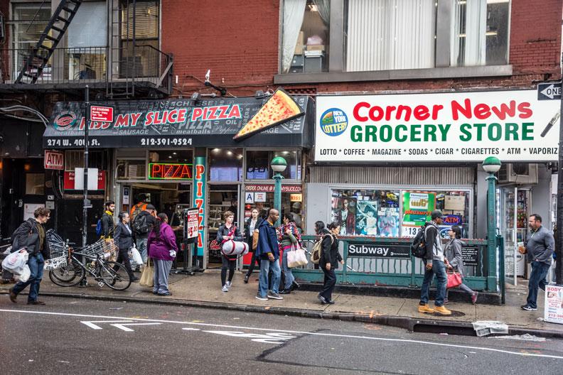 紐約的街角商店在社區生活扮演重要的角色,也是長者重要的活動區域。