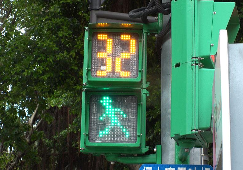 延長小綠人的秒數,長者就有餘裕過馬路。Shutterstock提供