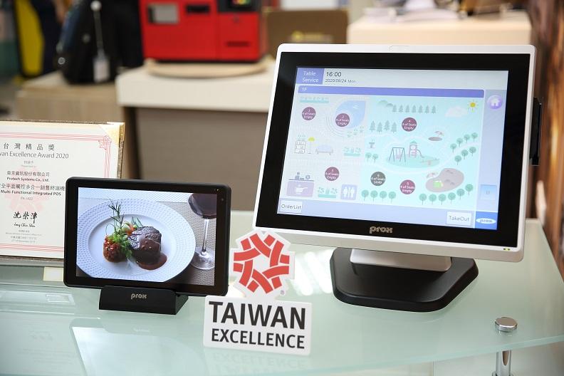 南京資訊是台灣精品獎常勝軍,更因為歷年累積獲獎數目達60件,獲頒台灣精品成就獎。