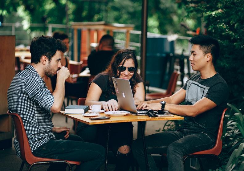 好員工服務多家企業,在家工作逐漸演變成創業模式。圖片來自pexels