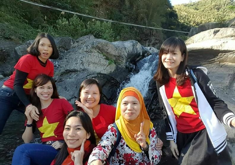 潘羽姍與4位新住民姊妹組成「五越星」團隊。照片來源:潘羽姍