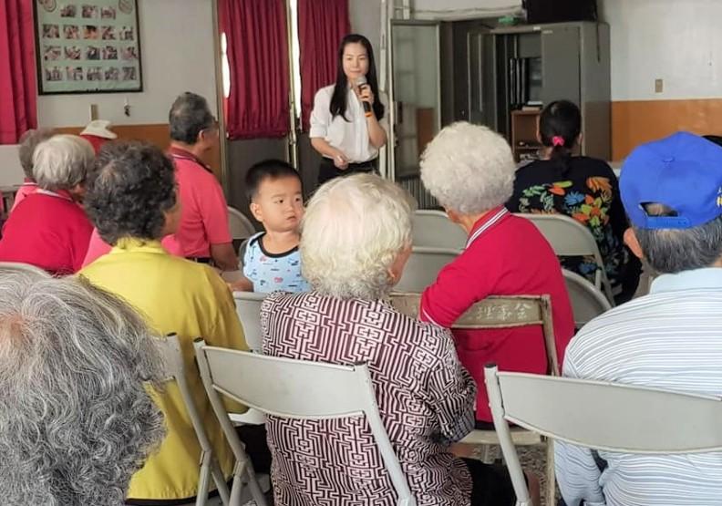 投入社區工作的潘羽姍,目前語言溝通很流利。照片來源:潘羽姍