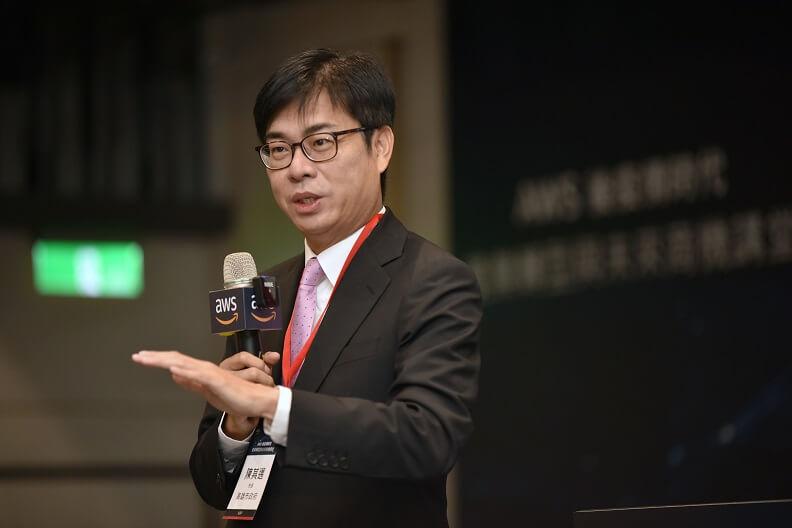 積極推動產業轉型,高雄市長陳奇邁加速大廠投資。