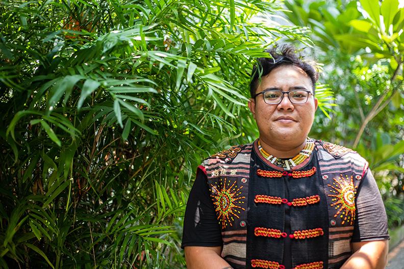 返鄉青年唐佳豐 (土型人/返鄉定居),除了在部落附近養蜂、種植金線連、山當歸,發展林下經濟,並做生物監測、瞭解部落傳統文化,開始經營生態旅遊。