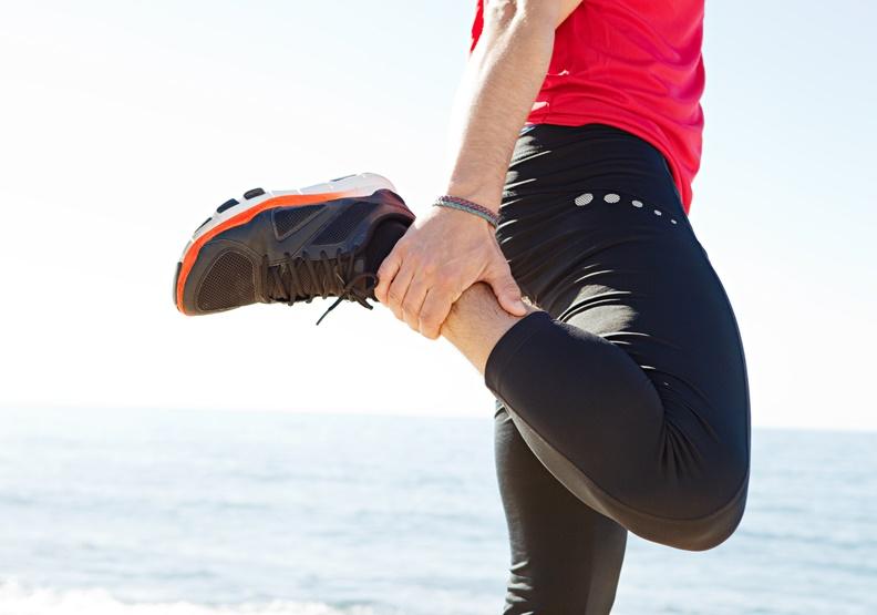 膝蓋痛是你的背部太僵硬!這兩招有效放鬆+提升柔軟度