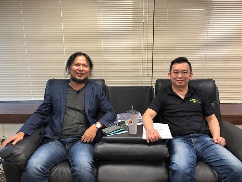 王俊凱(左)。圖片取自創業爆走王臉書