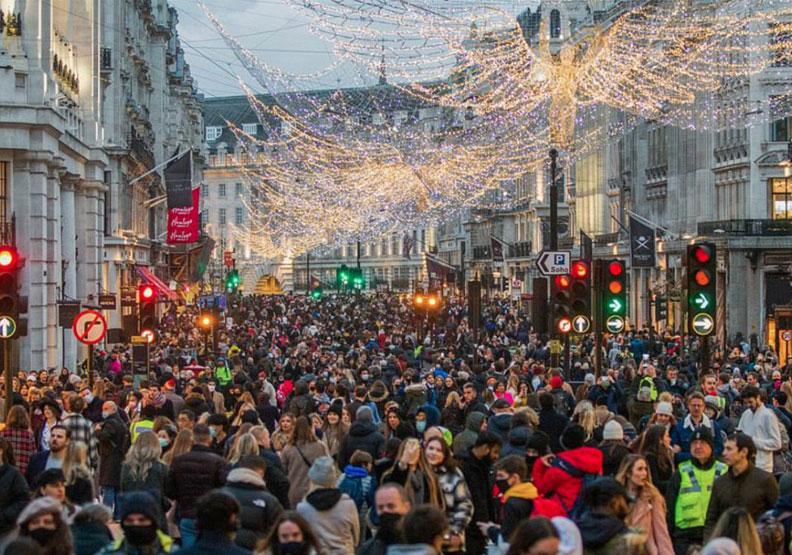 倫敦封城前大批的耶誕節購物人潮。