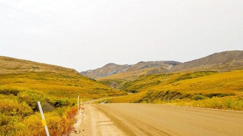 通往圖克托亞圖克小鎮的丹特公路。
