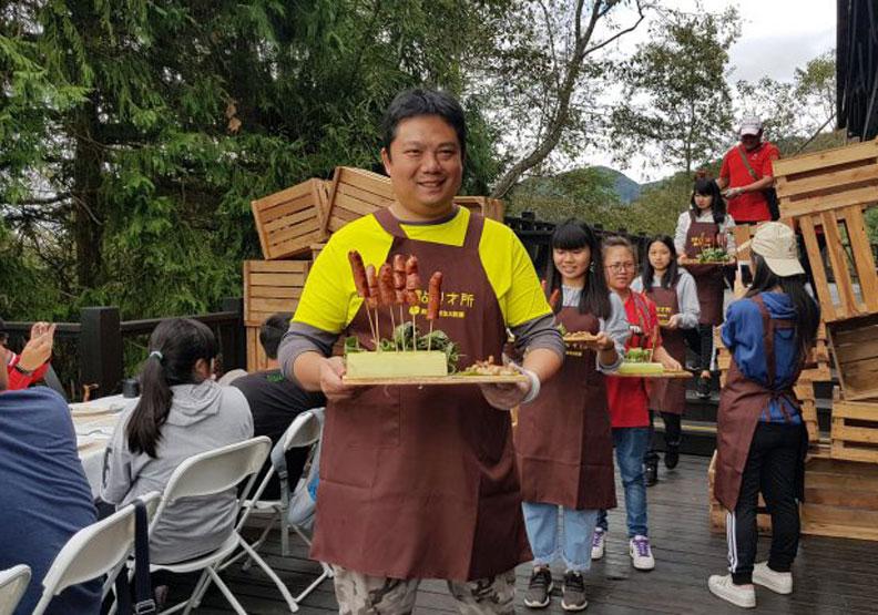 連蔡英文都來?他從農村裡端出一人兩千元的桌菜,吃的是價值、不是價格