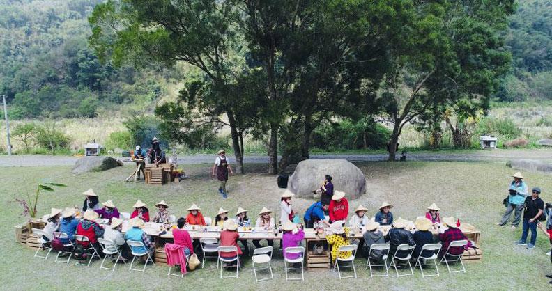 農村餐桌是一個很好的在地體驗,也是一個食農教育的機會。照片來源:藍凱瀚