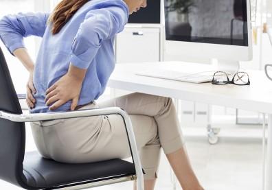痛超過3個月!你可能是發炎性背痛,常見原因有這些