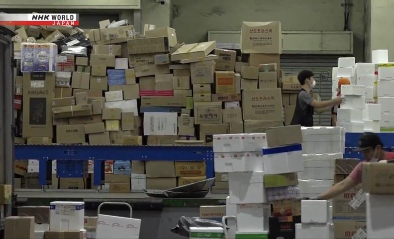 疫情無形中助長了快遞、配送等物流產業需求。 (圖片來源:NHK)