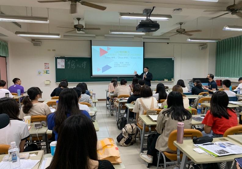 歐亞語文學院培養學生的雙語能力,運用產業實務課程提早對接未來就業。