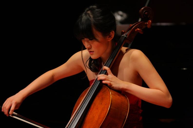 知名大提琴家尤虹文。摘自尤虹文臉書