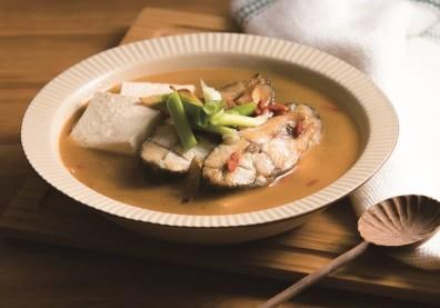 老薑煸香加上米酒!麻油枸杞鱸魚湯成冬天裡暖呼呼的三代湯品