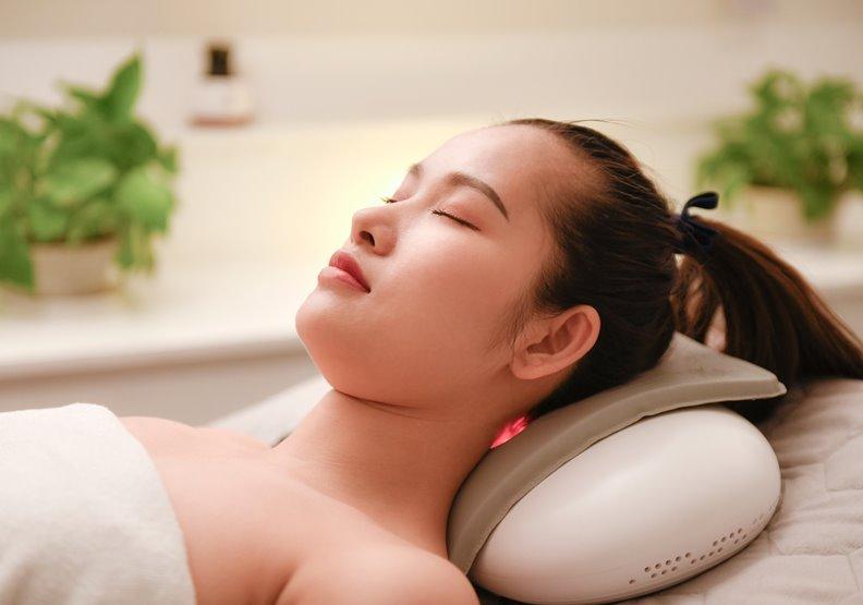 天氣冷又久坐、肩頸好痠痛!電熱敷+遠紅外線有用嗎?