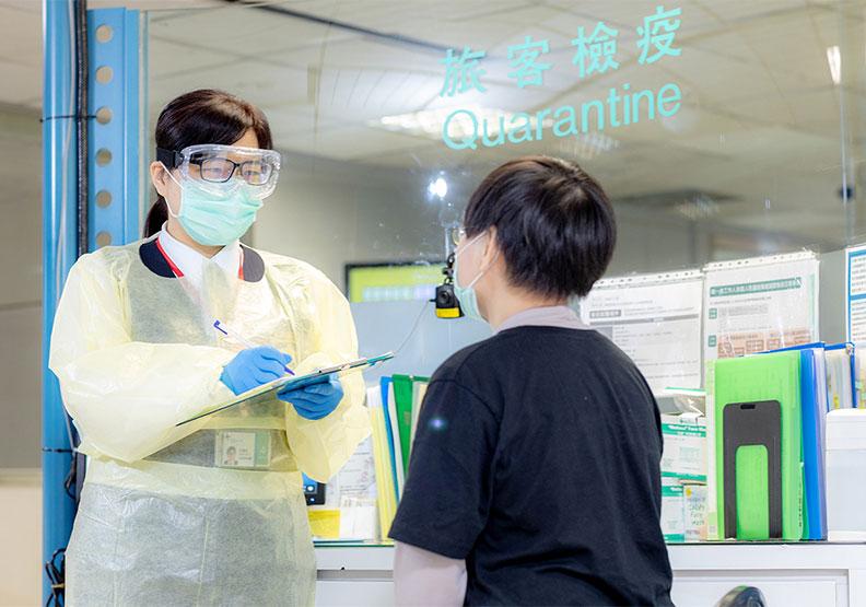 台灣負責檢疫的第一線人員,圖片取自桃園機場臉書
