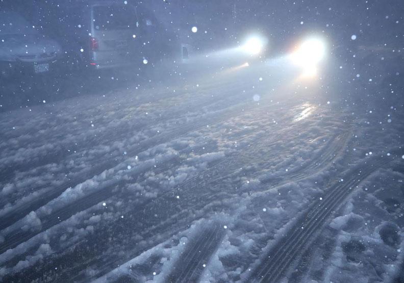 陽明山凌晨下雪。
