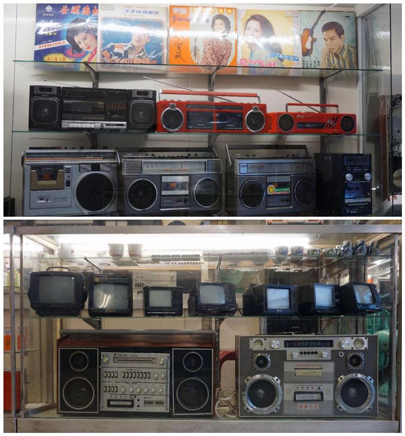 店內隨處可見年代久遠的老古董,有留聲機、老式唱片機、真空管音響、黑膠唱盤機。
