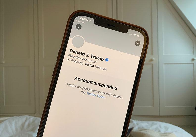 推特對川普帳號做出停權。圖片來自Unsplash by John Cameron
