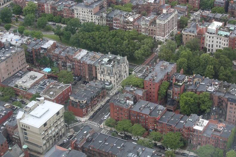 疫情大幅削弱了許多城市的房地產需求。