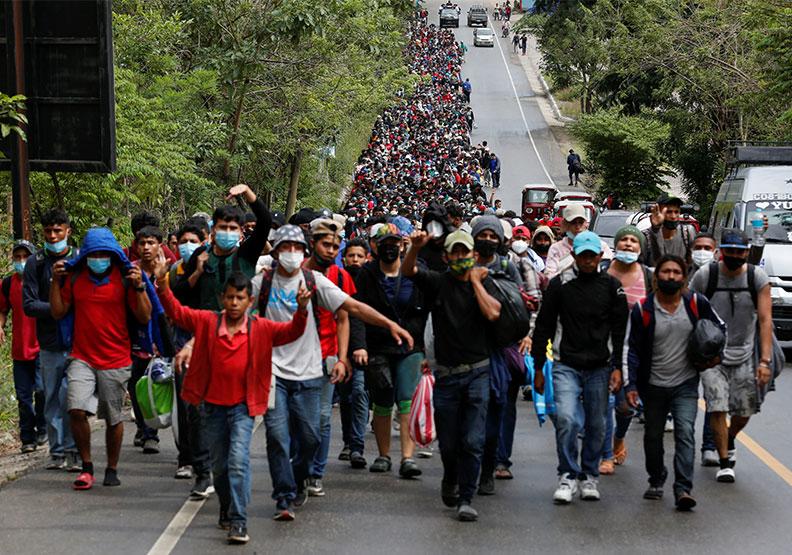 湧進美國的中美洲非法移民,圖片來自達志影像。