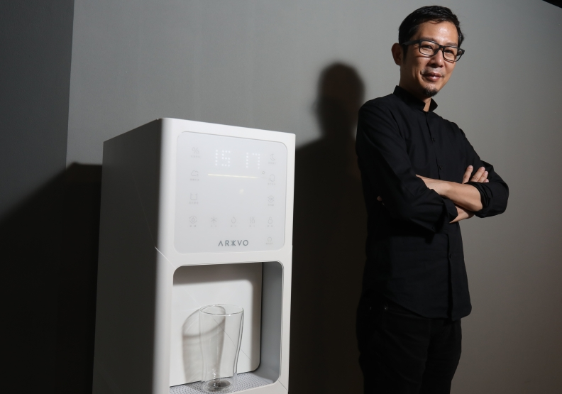 沒雨缺水怎麼辦?這台 MIT「造水機」打動許多顧客