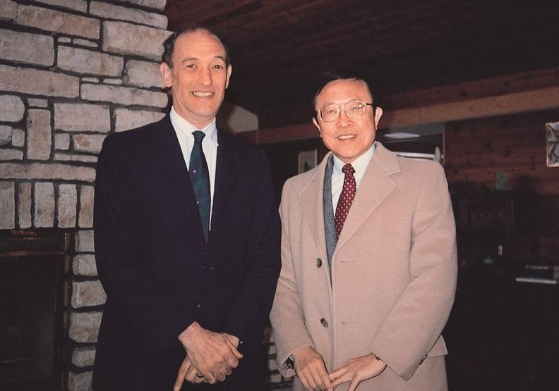 1991年傅高義教授接受任教於威斯康辛大學的高希均邀 請,赴威大演講,並留宿於高府深夜長談。